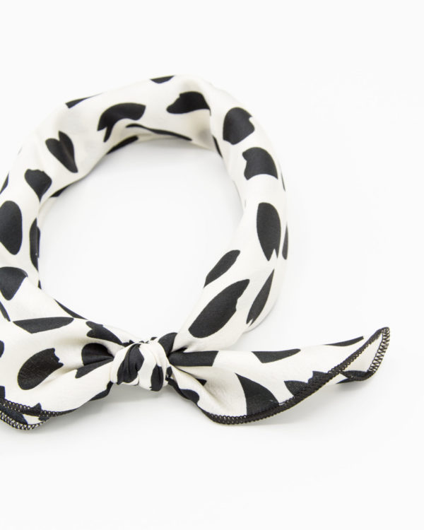 bandana blanc à taches noires