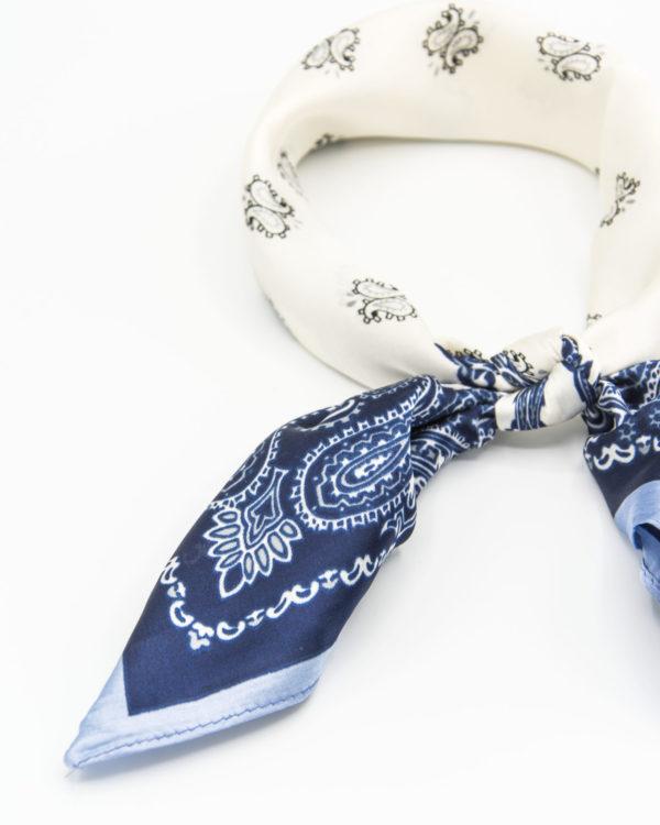 bandana femme en soie bleu à motif paisley